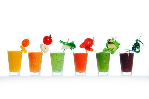 OSLO, NORGE 20120419:  VEKTKLUBBEN Grønne Smoothies. Opplysningskontoret for frukt og grønt lager seks oppskrifter på smoothies laget av grønnsaker.  Fra venstre:  1. Smoohie- banan og gulrot, cherrytomat og rød paprika  2. Smoothie – mango, gulrot gul paprika  3. Smoothie – honningmelon, brokkoli, salat, avokado, agurk  4. Smootie – jordbær og rød paprika  5. Smoothie – avokado og spinat  6. Smoothie - blåbær og agurk   FOTO: JØRGEN BRAASTAD / VG